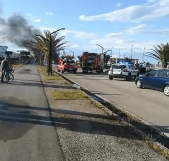 Auto a fuoco sul lungomare di Villa Rosa