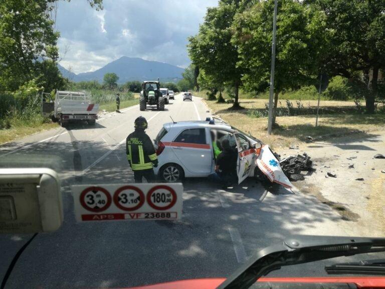 Sant'Omero, scontro auto medica-furgone sulla Bonifica: donna finisce in ospedale FOTO