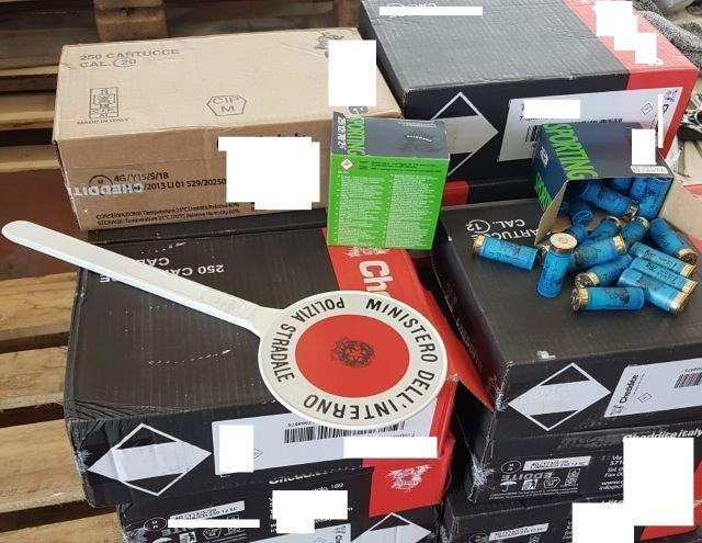 La Polizia Stradale di Chieti intercetta un trasporto abusivo di 5 mila munizioni diretti verso Sud