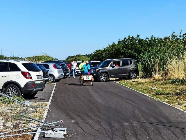 La via verde della Costa dei Trabocchi trasformata in parcheggio: 'Uno schiaffo al progetto della ciclabile costiera'