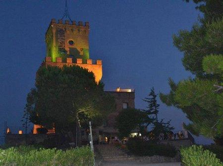 Pineto, 2 giugno: la Torre di Cerrano si accende con il tricolore