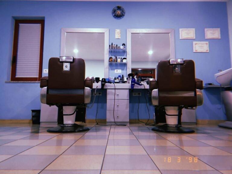 Per cambiare e rinnovare il tuo look affidati a MANI DI FORBICI HAIR STYLE E BARBERIA