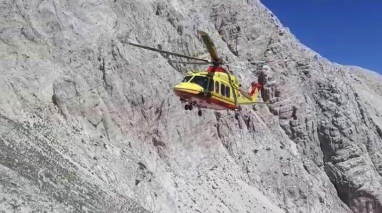 Bloccati in parete sul Gran Sasso, salvi due escursionisti