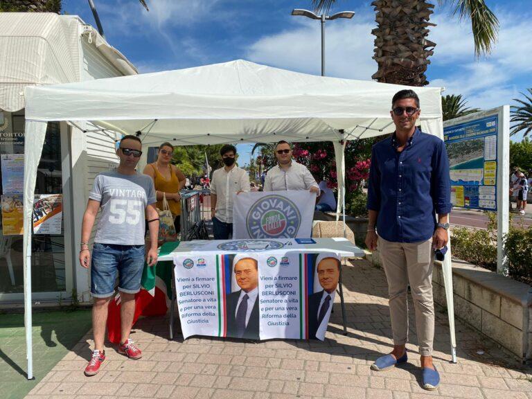 Berlusconi senatore e riforma giustizia: Forza Italia Giovani Teramo soddisfatta delle firme raccolte