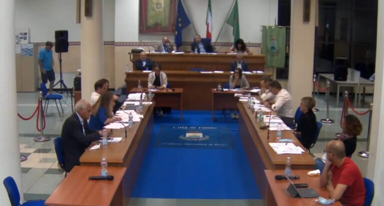"""Pineto, tensioni in consiglio comunale. Fratelli d'Italia: """"Situazione compromessa"""""""