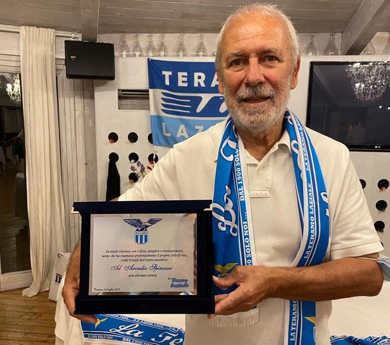 """Il club """"TeramoLaziale"""" festeggia l'ex biancoceleste Arcadio Spinozzi"""