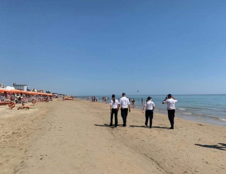 Alba Adriatica, parcheggi a pagamento, controlli in spiaggia e sui rifiuti: il bilancio estivo della polizia locale