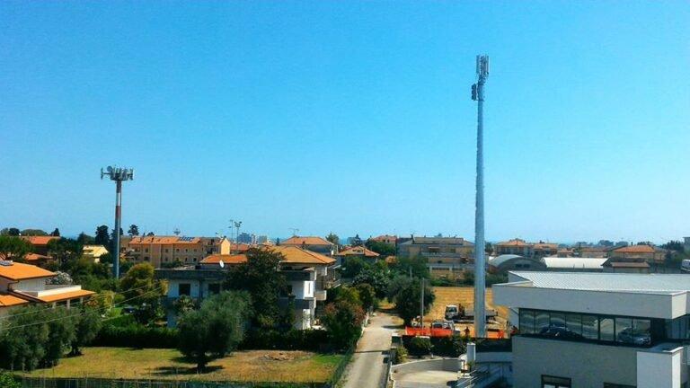Alba Adriatica, via 29 Maggio: posizionata la nuova antenna