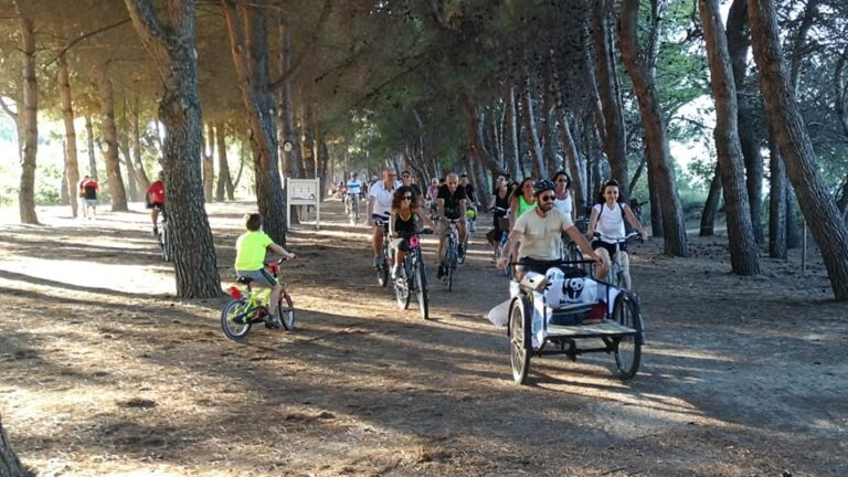 Roseto, in 300 alla biciclettata tra la Riserva Borsacchio e l'Amp del Cerrano