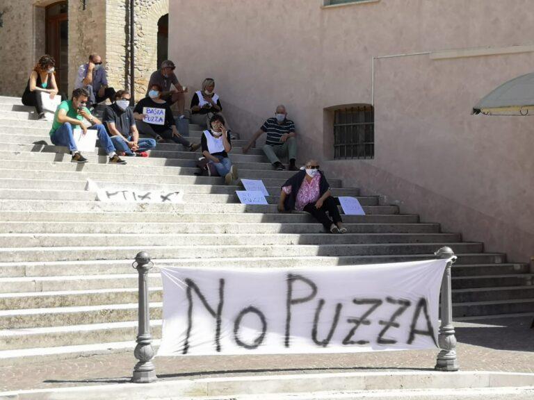 Colonnella, cattivi odori: sabato manifestazione dei cittadini sulla scalinata