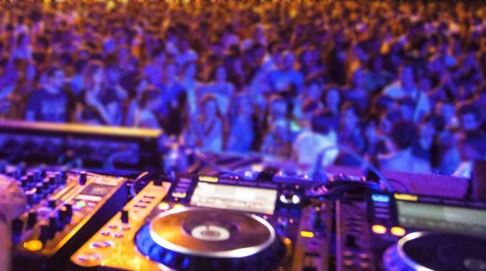 Alba Adriatica, troppa gente in discoteca: il questore la chiude per 5 giorni