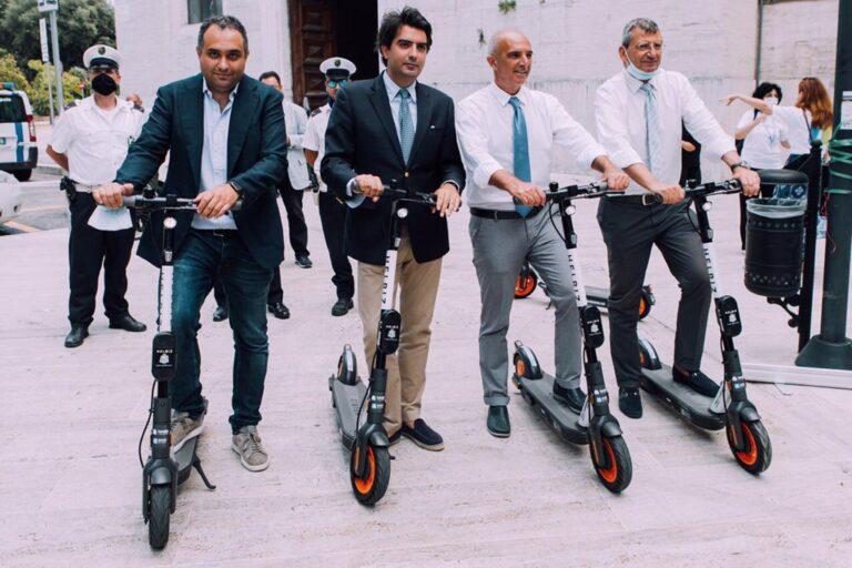 Pescara, grande partenza dei monopattini pubblici