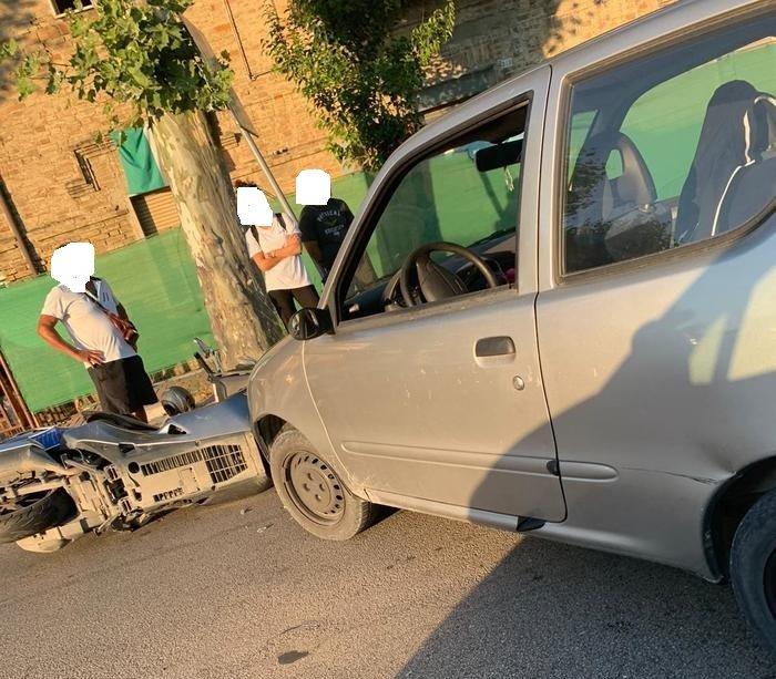 Giulianova, incidente tra auto e scooterone: traffico in tilt
