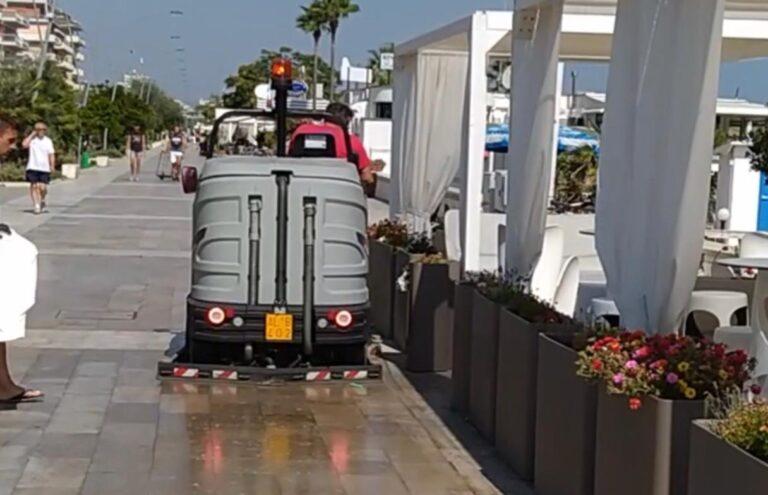 Pescara, puzza di pesce marcio: lavaggio straordinario della riviera