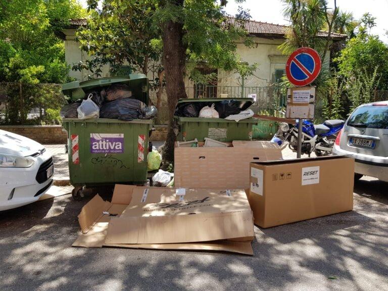 """Pescara: """"Cassonetti stracolmi ed erbaccia abbandonata nelle aiuole""""-FOTO"""