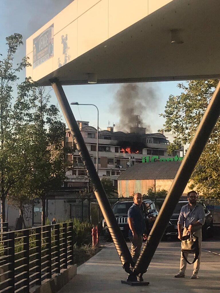 Pescara, incendio in un palazzo sulla Tiburtina-FOTO