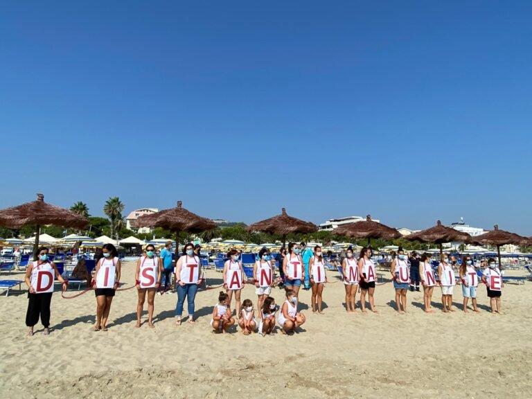 Remare contro la violenza sulle donne: l'iniziativa in simultanea sulla costa teramana FOTO