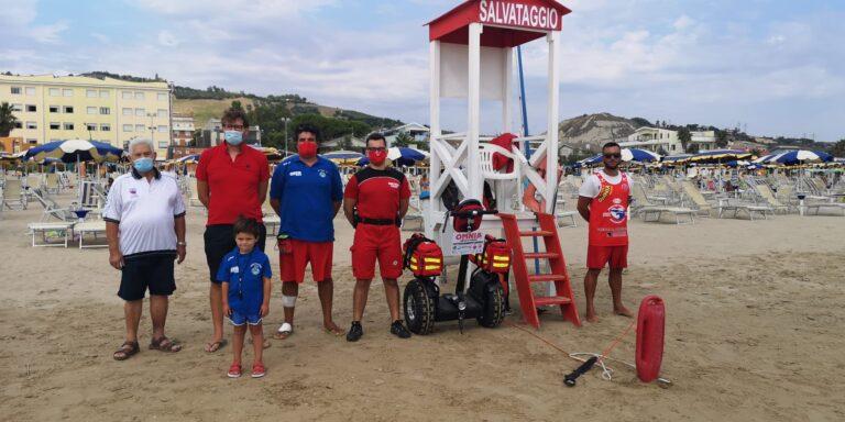 Roseto, sicurezza in spiaggia. Da oggi in azione il sagway della Omnia Servizi NOSTRO SERVIZIO