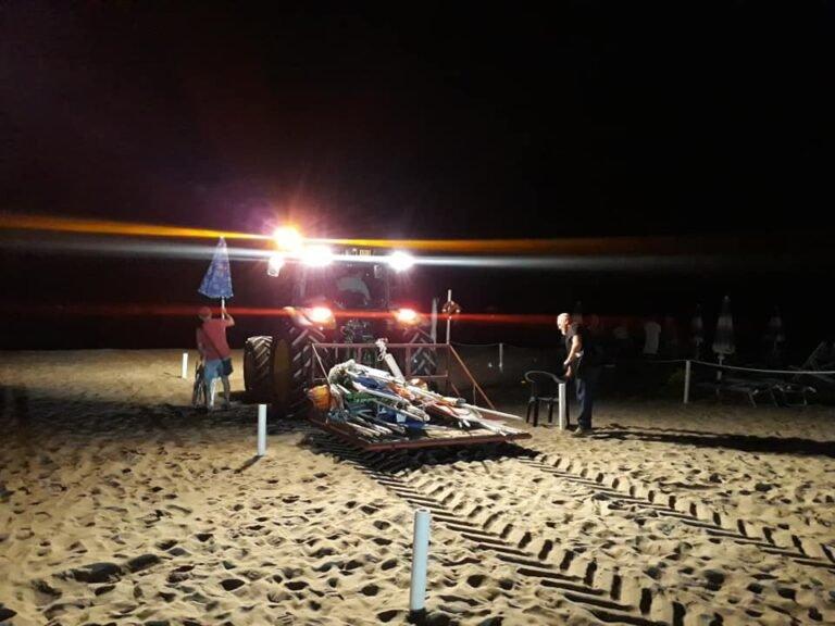 Martinsicuro, ancora sequestri di ombrelloni sulle spiagge libere FOTO