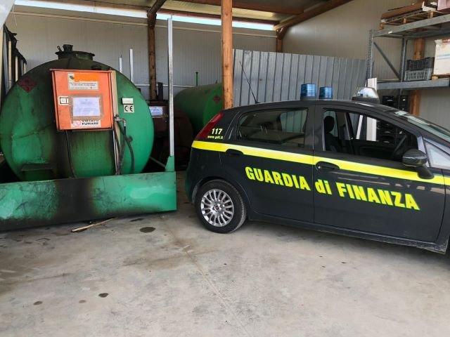 Atessa, la Guardia di Finanza sequestra di 35000 litri di carburante illegalmente detenuto: 3 denunce