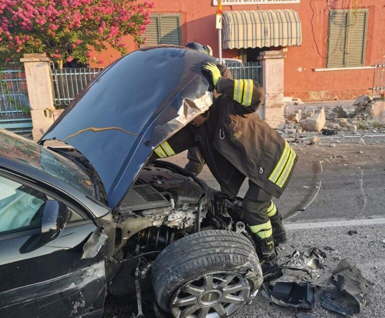 Teramo, incidente sulla Statale 80: l'auto abbatte il recinto della casa cantoniera FOTO