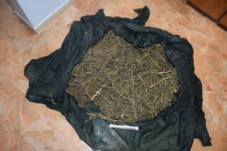 Pescara, più di 6 chili di droga in casa: arrestato giovane studente-FOTO