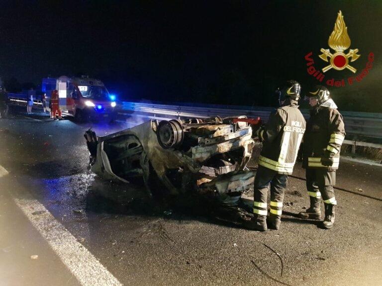 Chieti, auto si ribalta e incendia sull'Asse Attrezzato: 6 feriti