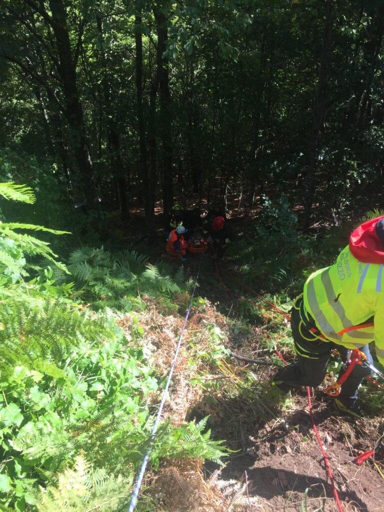Incidente a Rocca Santa Maria: auto finisce in un dirupo FOTO