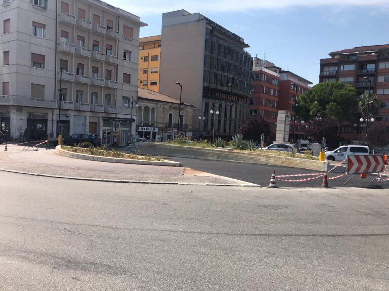 Pescara: una corsia per gli autobus dentro la rotatoria di piazza Unione