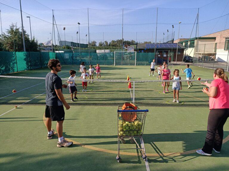 Tennis, lezioni gratuite a Marina di Città Sant'Angelo riservate a ragazzi svantaggiati