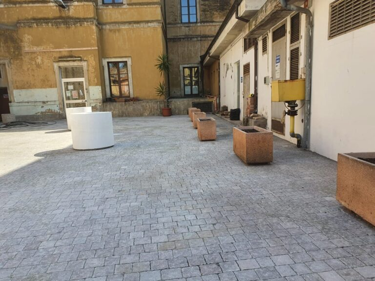 Giulianova, sistemata la pavimentazione dei piazzali esterni della Scuola De Amicis