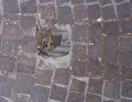 Giulianova, buca pericolosa sul marciapiede di viale Madonna dello Splendore FOTO