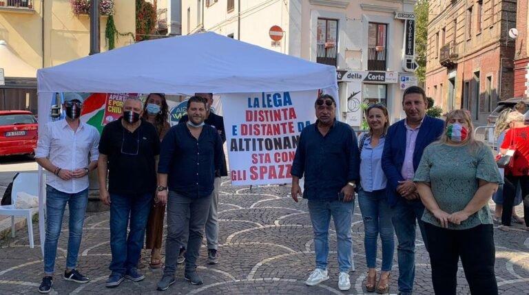 """Elezioni Montorio, """"distinti e distanti"""" da Altitonante: il gazebo di Lega e FdI FOTO"""