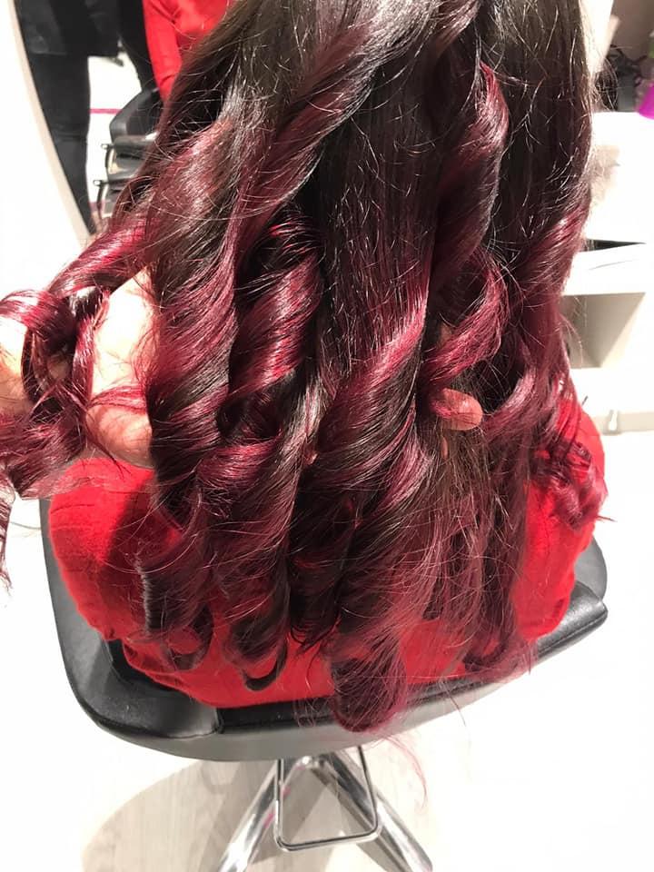 Elisa Hair Style ti affianca nei giorni più importanti e nel quotidiano con acconciature e colori sempre alla moda