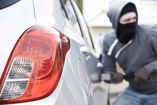 Atri, malviventi fanno razzia di Peugeot