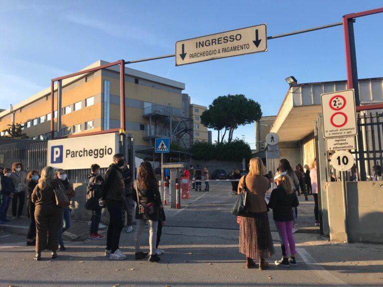 Pescara, caos tamponi: indagine Asl e nuovo centro prelievi allo stadio Adriatico