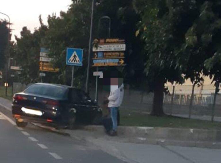 Sant'Egidio, perde il controllo dell'auto e finisce contro un palo