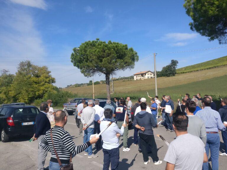 """Tortoreto, sciopero Betafence: le fiaccole si accendono di nuovo. """"Politica assente"""" FOTO VIDEO"""