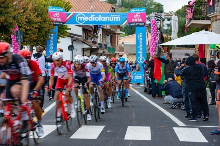 """Montesilvano Colle: """"Troppe buche, cancellato il passaggio del Giro d'Italia"""""""