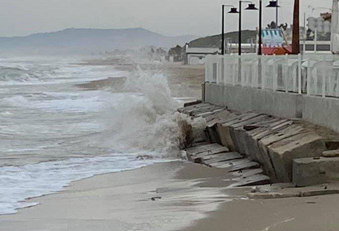 Alba Adriatica, massi per proteggere gli chalet dalle mareggiate: c'è l'ordinanza