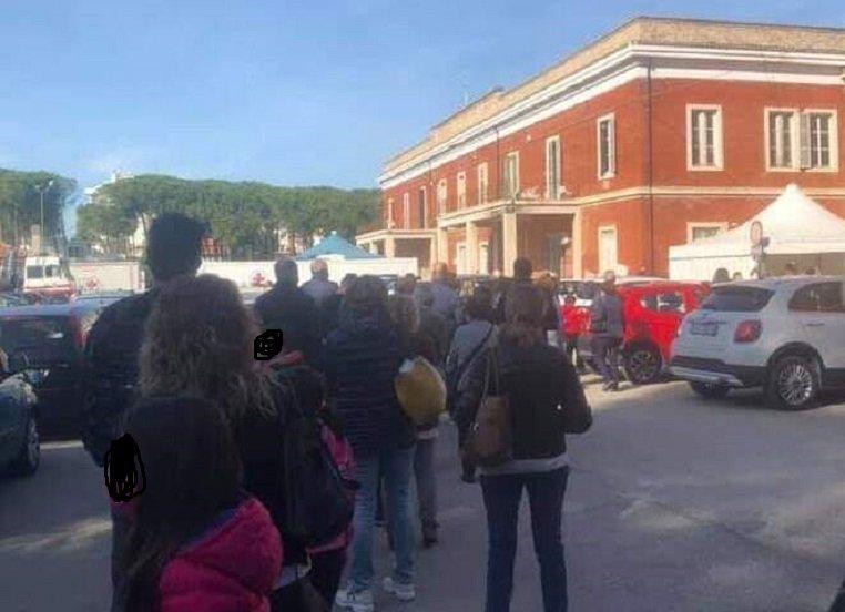 Giulianova, file al distretto sanitario per le vaccinazioni