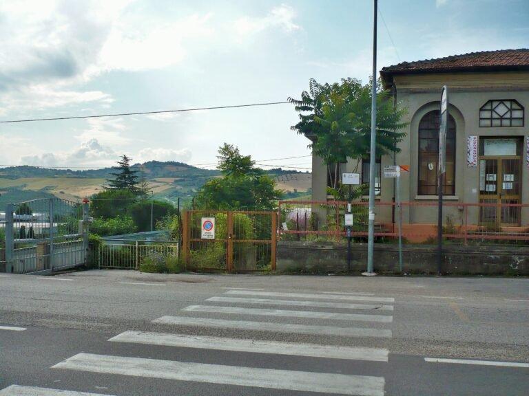 """Teramo, """"l'ex scuola di Cartecchio è all'abbandono"""" FOTO"""
