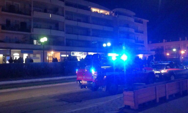 Montesilvano, bomba carta esplode davanti a un palazzo-FOTO