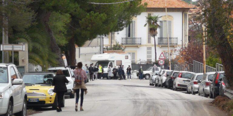Tamponi nei laboratori privati, a Giulianova e Roseto decine di cittadini in fila