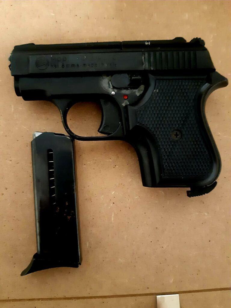 Notaresco, minaccia il padre con la pistola