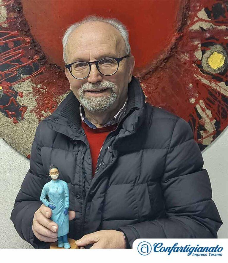 Teramo, Confartigianato dona la statuetta del presepe simbolo del 2020 al Vescovo