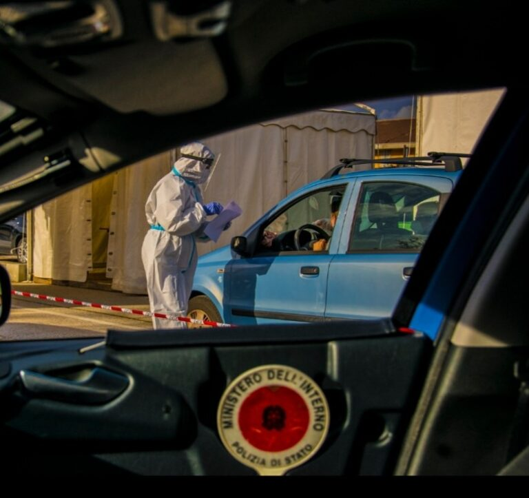 Screening di massa: anche i medici della questura aquilana nei drive test