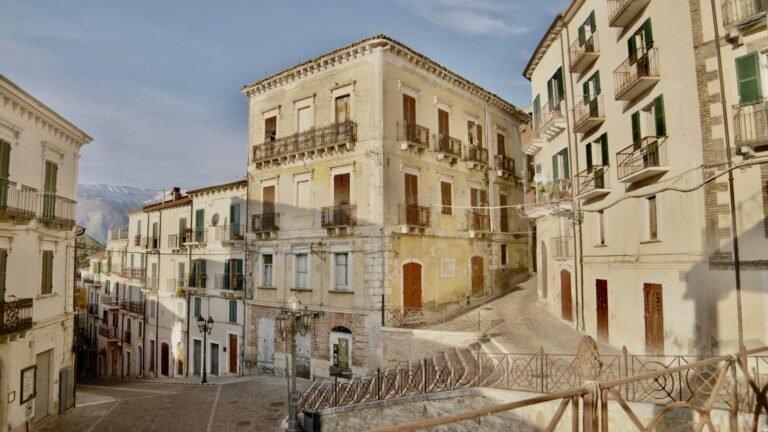 Un set cinematografico nel borgo antico di Casoli