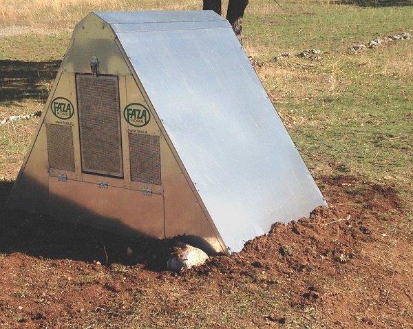 Avezzano, istituto agrario riceve il pollaio a prova d'orso dal Parco