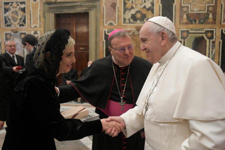"""Il presepe di Castelli in Vaticano attira le polemiche: """"Molti artisti apprezzati solo a posteriori"""""""
